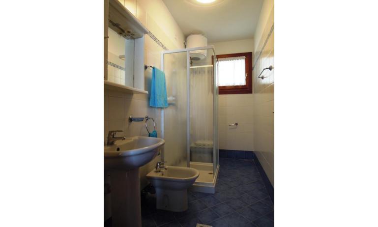 residence LEOPARDI: B5 - bagno con box doccia (esempio)