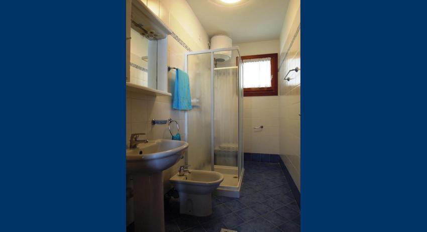 B5 - salle de bain avec cabine de douche (exemple)