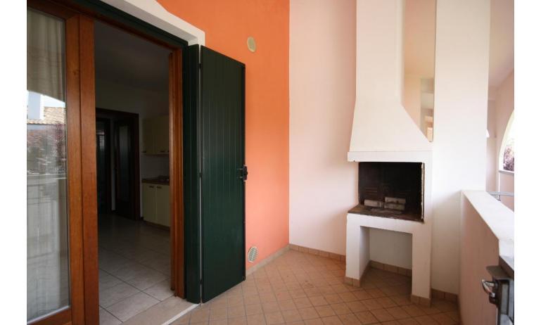 residence LEOPARDI: B5 - caminetto esterno (esempio)