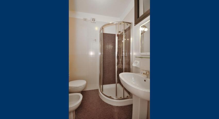 B5/S - salle de bain avec cabine de douche (exemple)