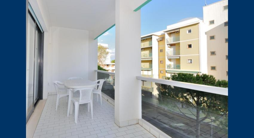 C5 - balcony (example)