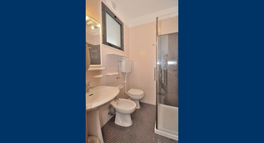 C5 - salle de bain avec cabine de douche (exemple)