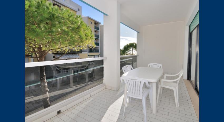 C6 - balcony (example)