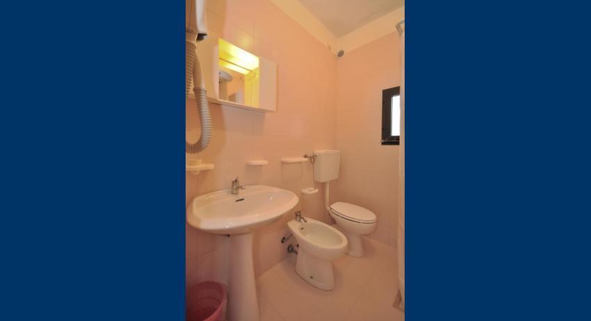 C6 - bathroom (example)