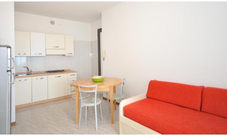 residence LUXOR: C6/F - angolo cottura (esempio)