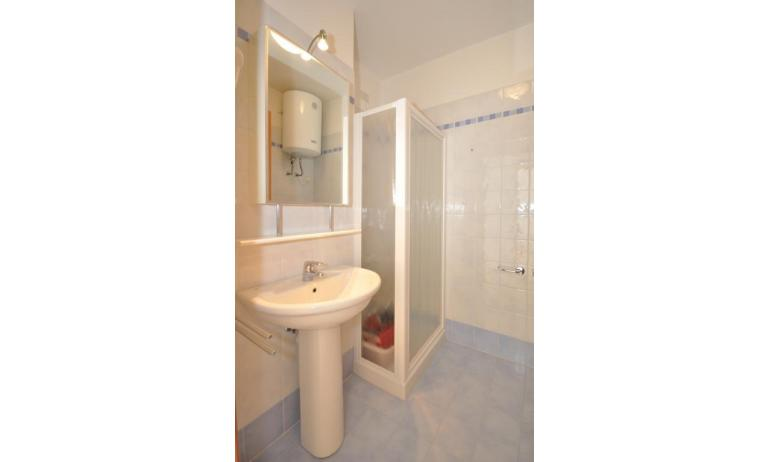 appartamenti MARA: C6 - bagno con box doccia (esempio)