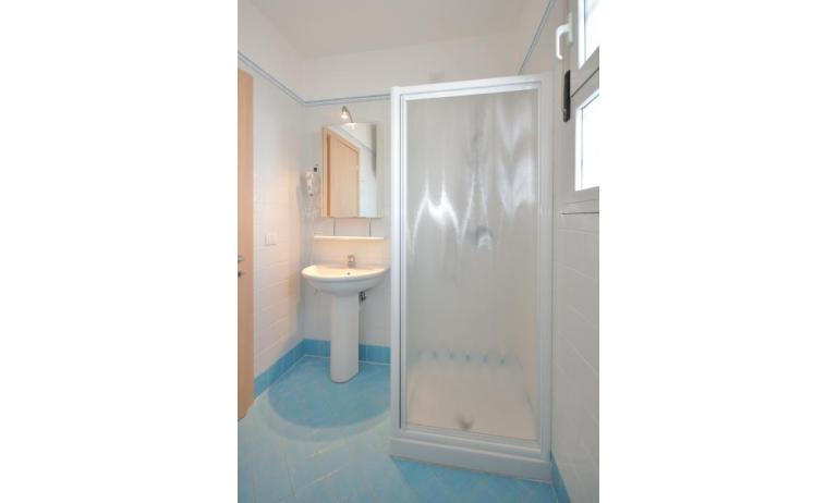 appartamenti MARA: C6/A - bagno con box doccia (esempio)