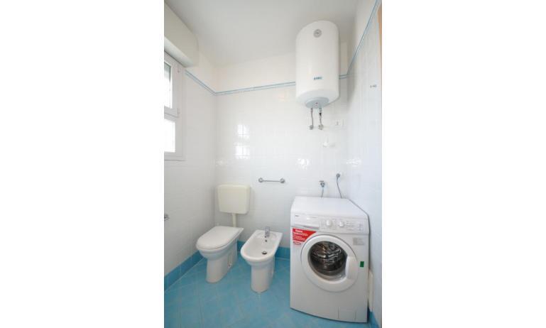appartamenti MARA: C6/A - bagno con lavatrice (esempio)