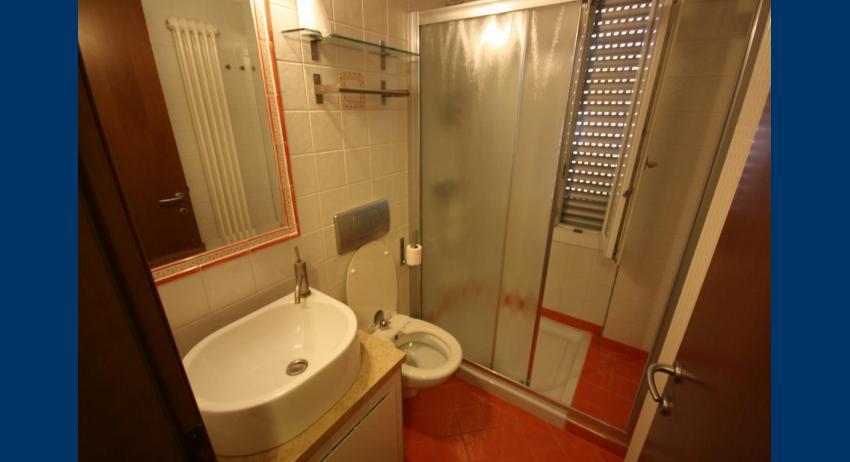 A4 - bagno con box doccia (esempio)