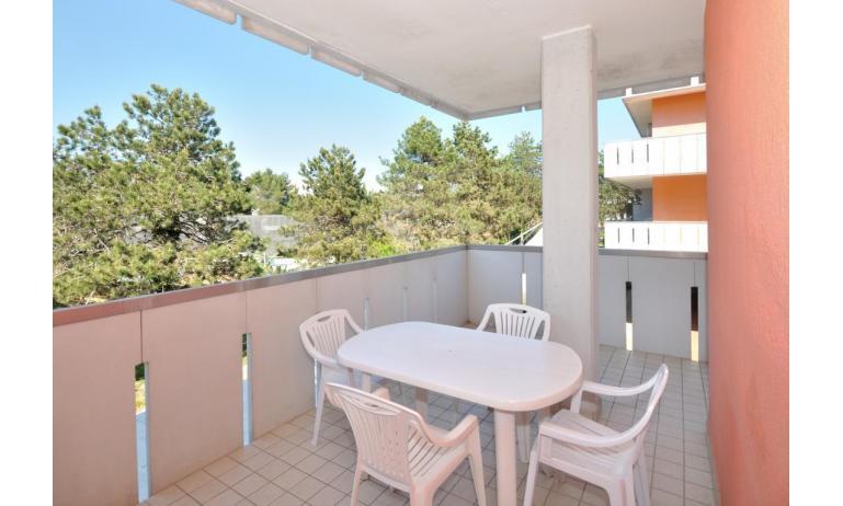 appartamenti CAVALLINO: C6 - balcone (esempio)