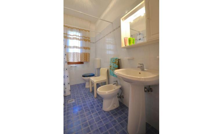 villaggio ACERI: B5 - bagno (esempio)