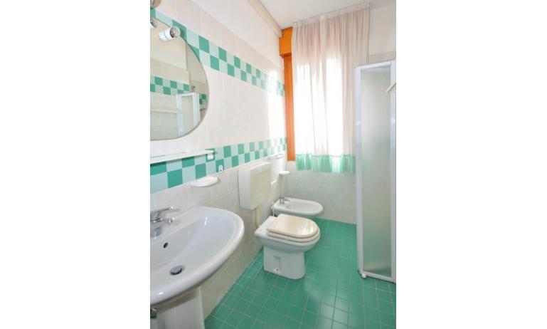 appartamenti RANIERI: C7 - bagno con box doccia (esempio)