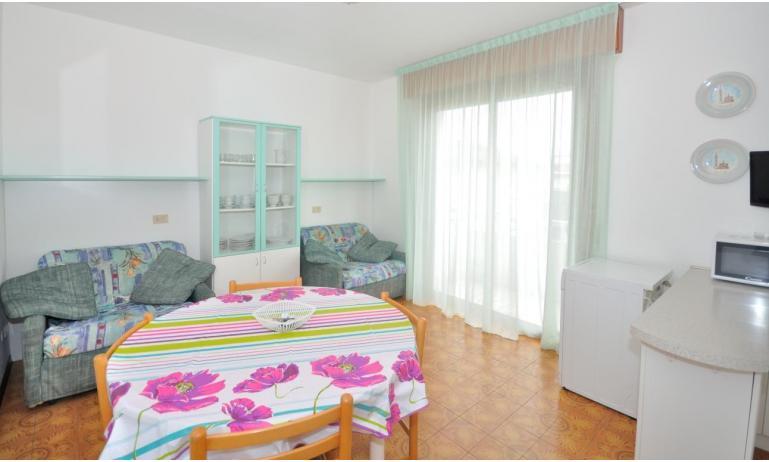 appartamenti RANIERI: C7 - soggiorno (esempio)