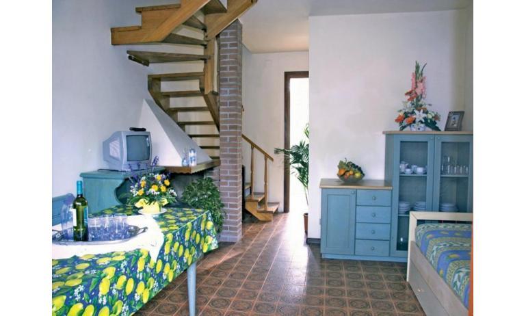 appartamenti DELFINO: C5V - scala interna (esempio)