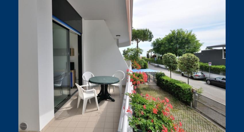 B5+ - balcony (example)