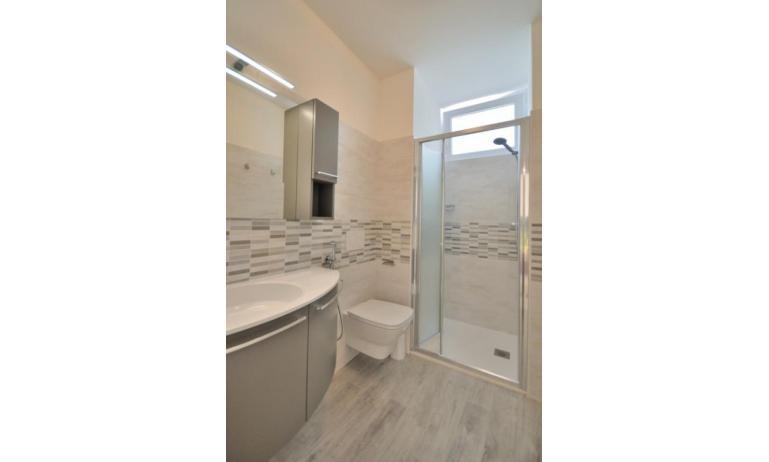 appartamenti STELLA: C6/1 - bagno con box doccia (esempio)