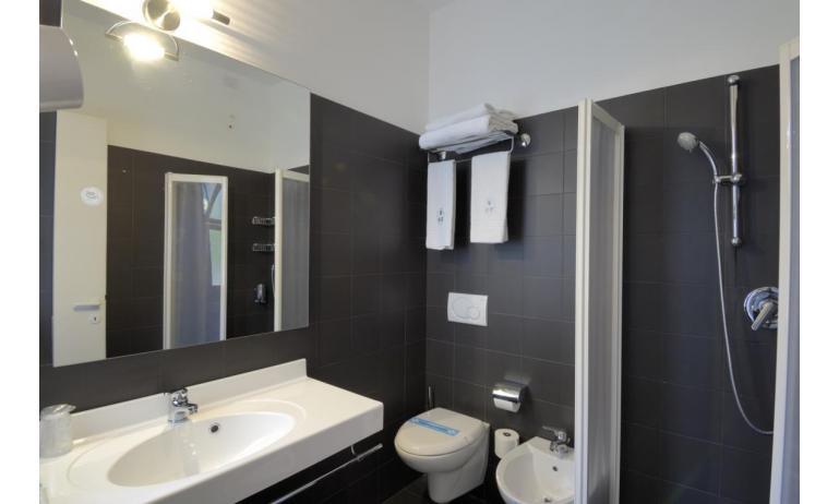 hotel FIRENZE: standard - bagno con box doccia (esempio)