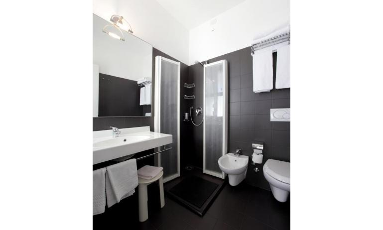 hotel FIRENZE: standard - bagno (esempio)