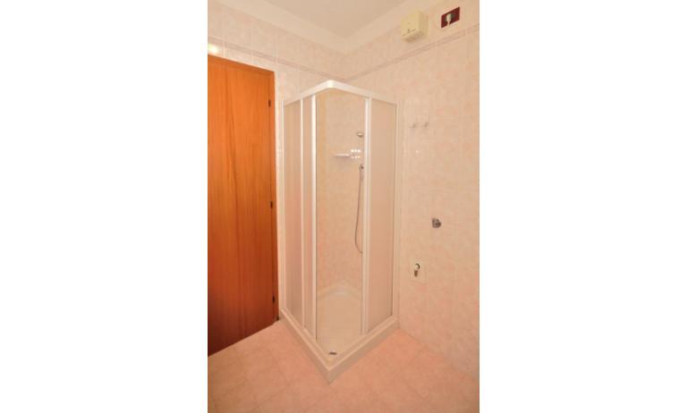 Residence LIDO DEL SOLE 1: B5 - Badezimmer mit Duschkabine (Beispiel)
