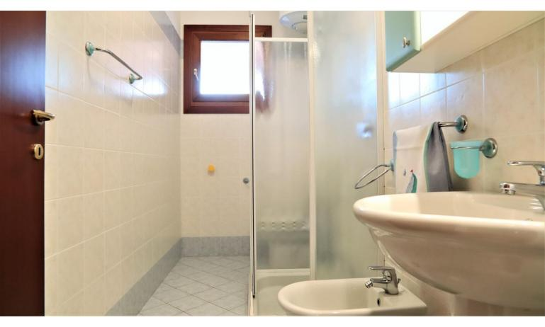 residence LEOPARDI-GEMINI: B5/2 - bathroom with a shower enclosure (example)