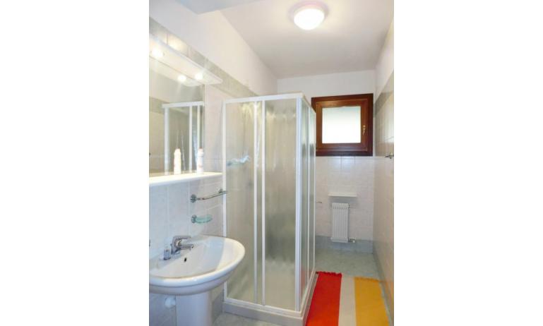 residence LEOPARDI-GEMINI: D9 - bathroom with a shower enclosure (example)