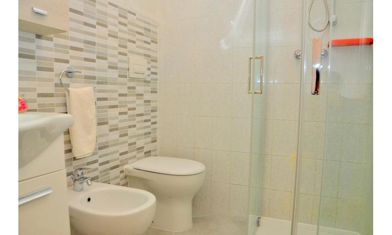 appartament BILOBA: B4/1 - salle de bain avec cabine de douche (exemple)