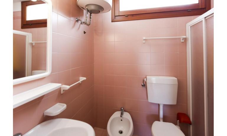 appartamenti CAMPIELLO: C6/1 - bagno con box doccia (esempio)