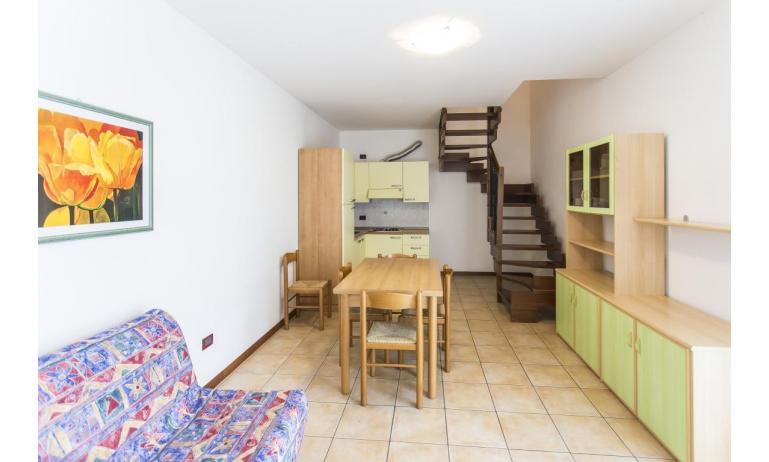 résidence CALYCANTHUS: C7 - salon (exemple)