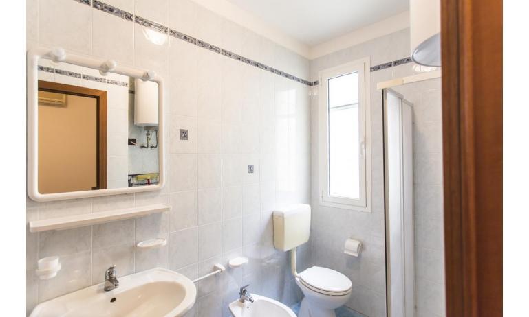 résidence CALYCANTHUS: C7 - salle de bain avec cabine de douche (exemple)