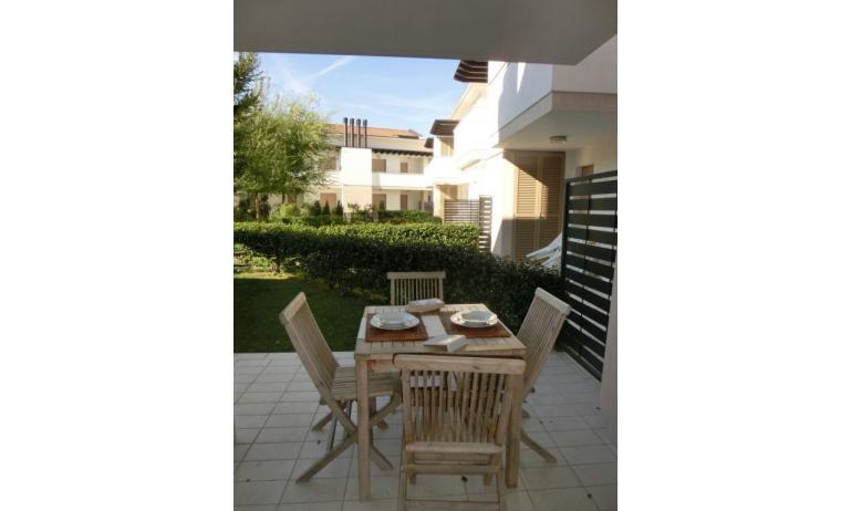 residence EVANIKE: B4 - giardino (esempio)