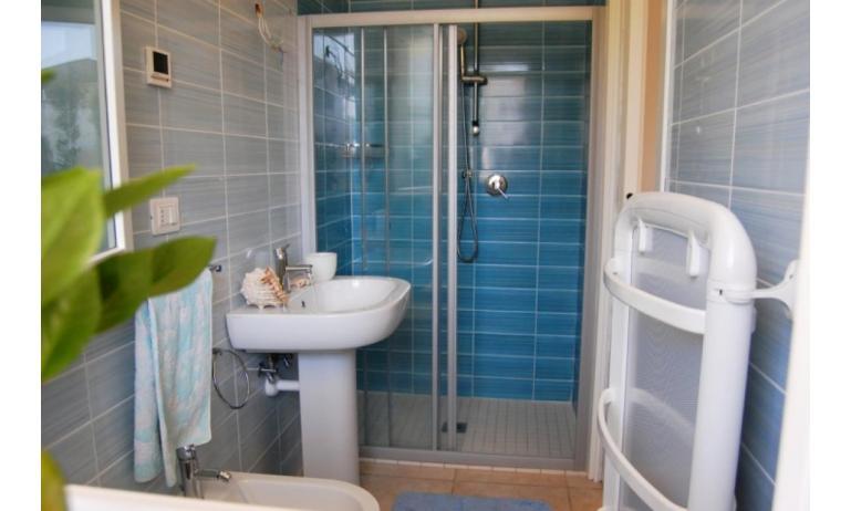 residence EVANIKE: B4 - bagno con box doccia (esempio)