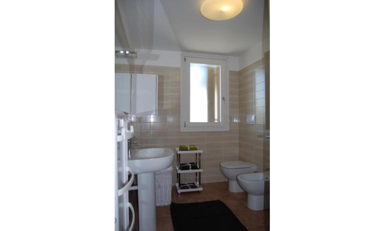 residence EVANIKE: C6 - bagno con box doccia (esempio)