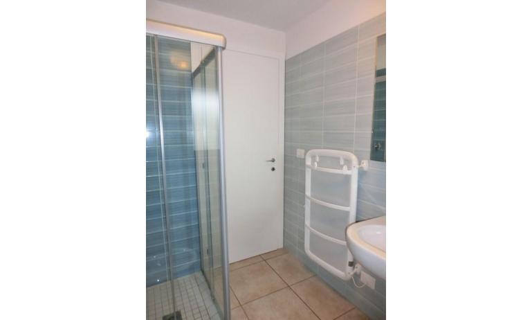 residence EVANIKE: D8 - bagno con box doccia (esempio)