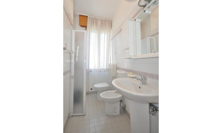 appartamenti RANIERI: A3 - bagno con box doccia (esempio)