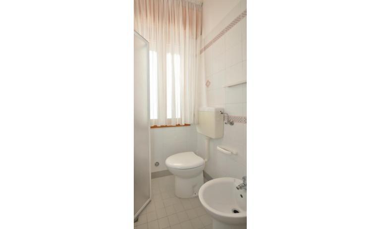 appartamenti RANIERI: B5 - bagno con box doccia (esempio)