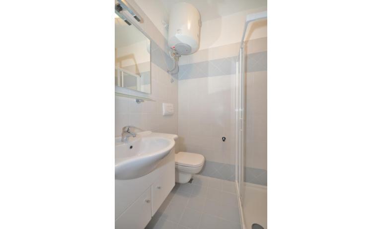 appartamenti TIZIANO: C6b - bagno con box doccia (esempio)