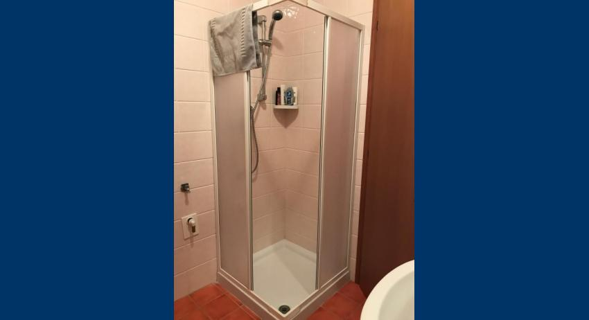 B5 - shower enclosure