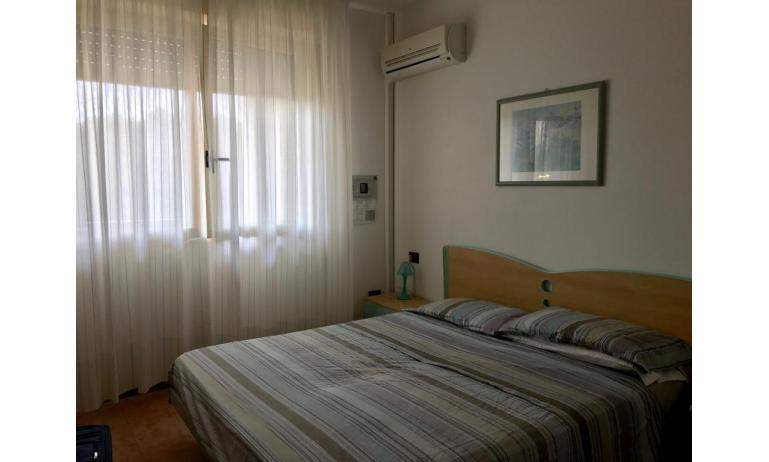 residence LIDO DEL SOLE: B5 - letto matrimoniale (esempio)