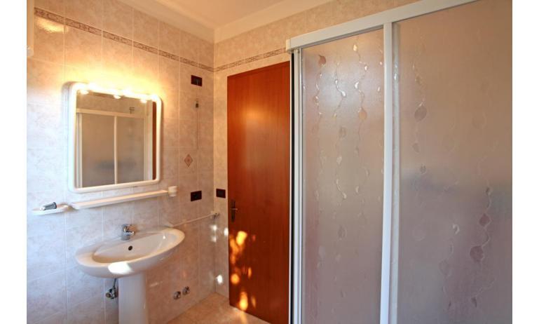 residence LIDO DEL SOLE: B5 - bagno (esempio)