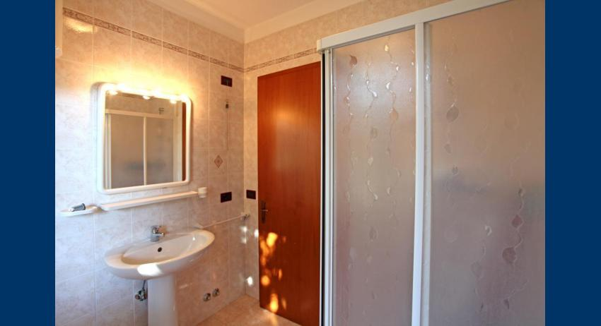 B5 - bathroom (example)