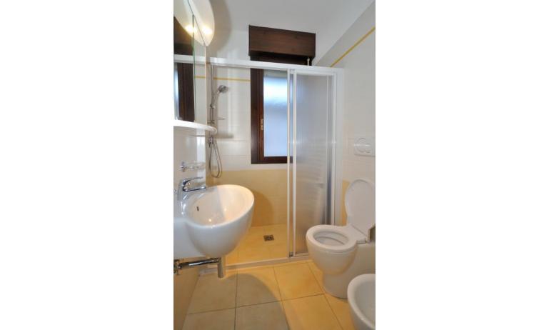 appartamenti PLEIONE: C6 - bagno con box doccia (esempio)