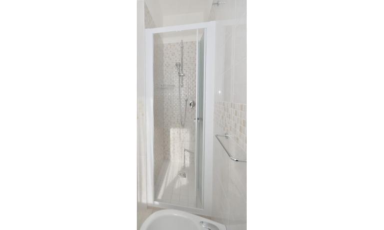 appartamenti PLEIONE: C6 - bagno rinnovato (esempio)