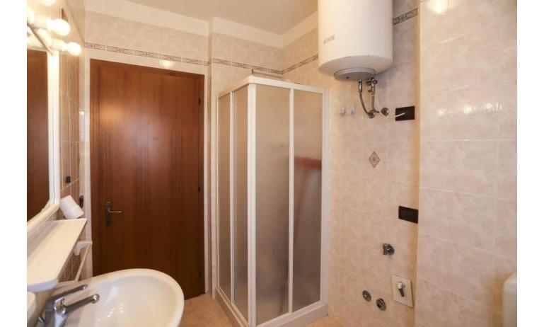 residence LIDO DEL SOLE: B5/V - bagno con box doccia (esempio)