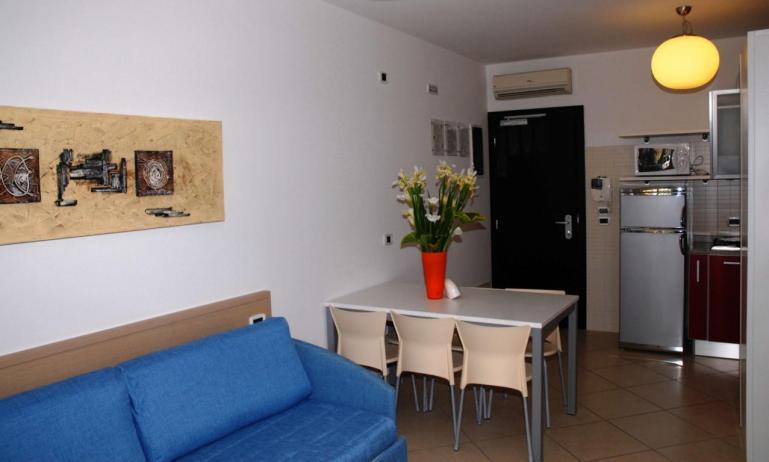 aparthotel ASHANTI: C6 N2 - soggiorno rinnovato (esempio)