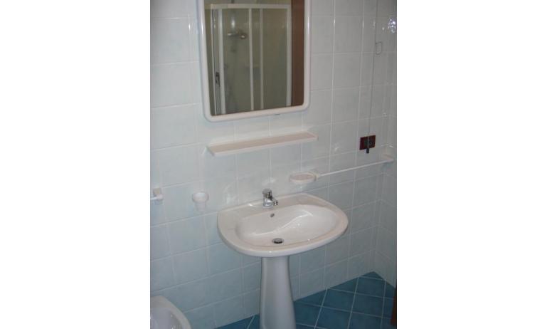 residence LIDO DEL SOLE: C7 - bagno (esempio)