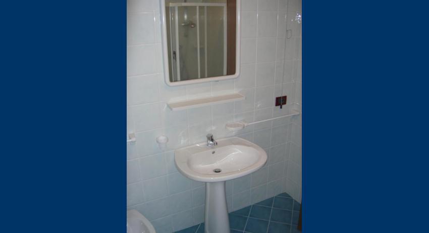 C7 - bathroom (example)