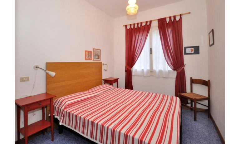 appartamenti VILLAGGIO MICHELANGELO: C6a - camera matrimoniale (esempio)
