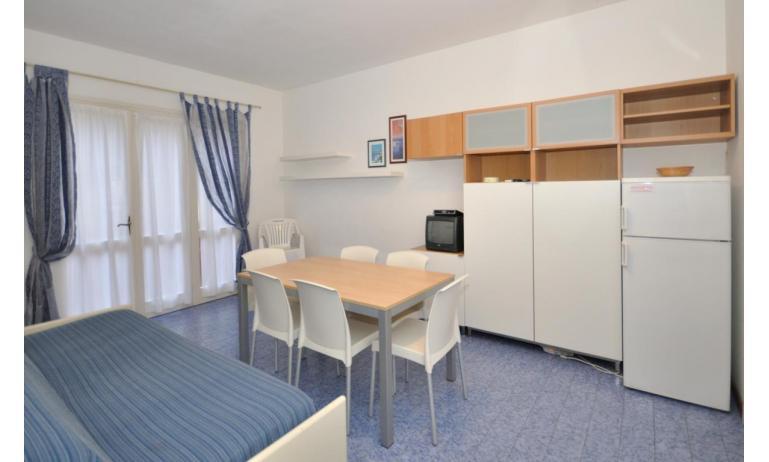 appartamenti VILLAGGIO MICHELANGELO: C6a - soggiorno (esempio)