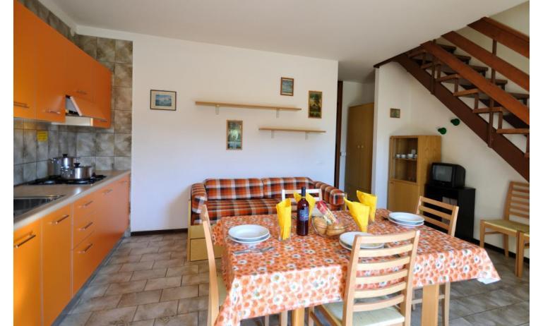 villaggio ACERI: C6 - soggiorno (esempio)