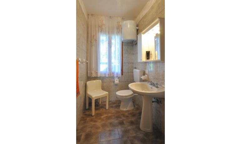 villaggio ACERI: C6 - bagno (esempio)